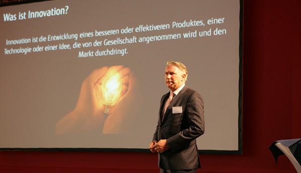 "Michael Drews, Head of Infrastructure Solutions and Systems Central Europe, beim Vortrag ""Fujitsu – wir leben Innovationen"""