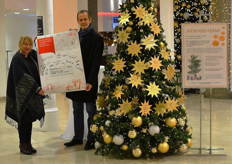 Fujitsu möchte helfen - mit wundervollen Aktionen an gleich vier Standorten und einem Spendenaufruf erhalten Menschen in Not ein besonderes Geschenk.
