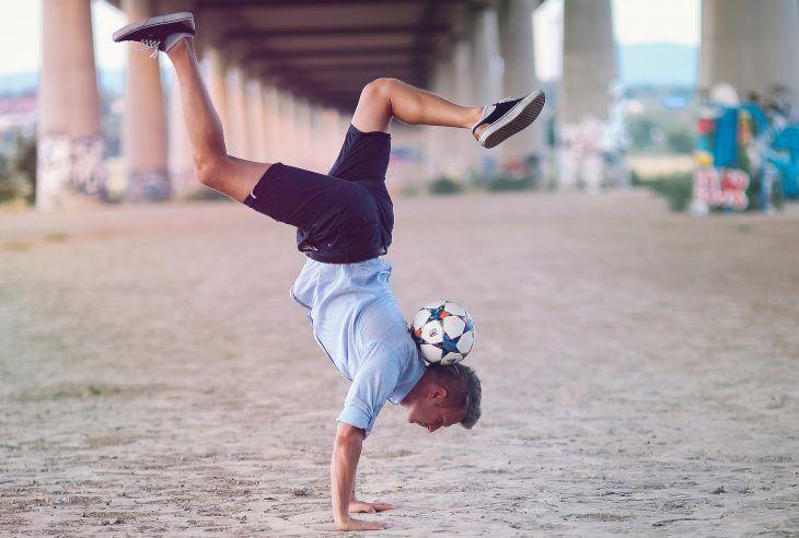 Ricardo Rehländer Freestyle Football Handstand