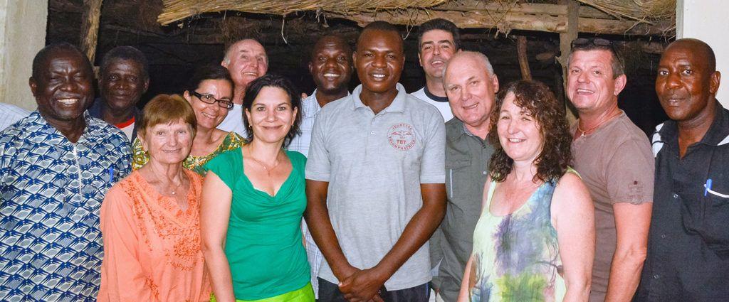 Ralph und Barbara mit ihrem Team in Burkina Faso