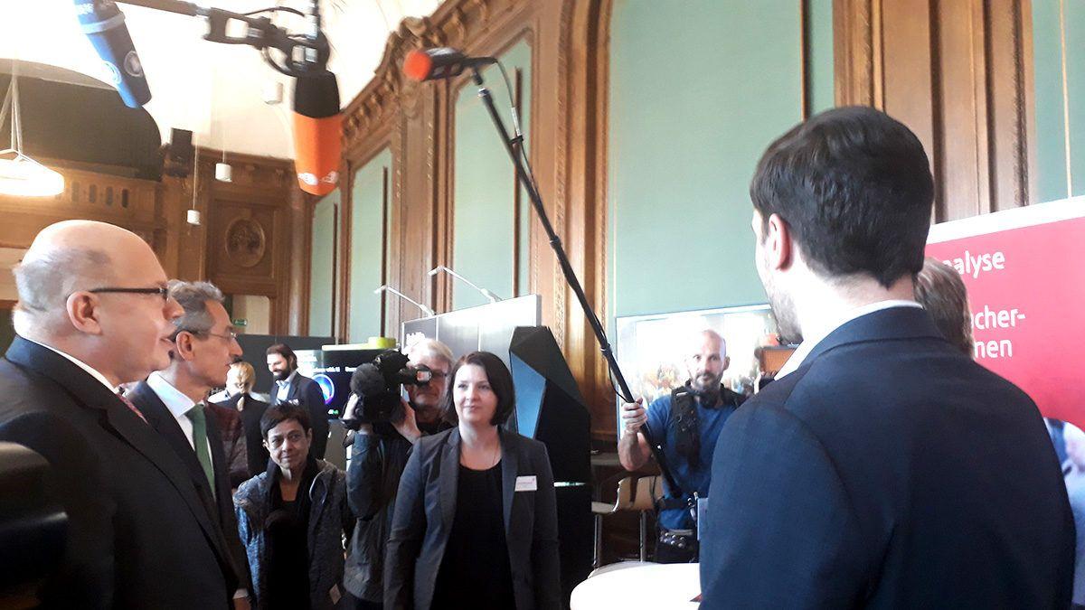 Fachkongress Digitale Gesellschaft - Besuch von Peter Altmeier an unserem Stand in der Zukunftsarena