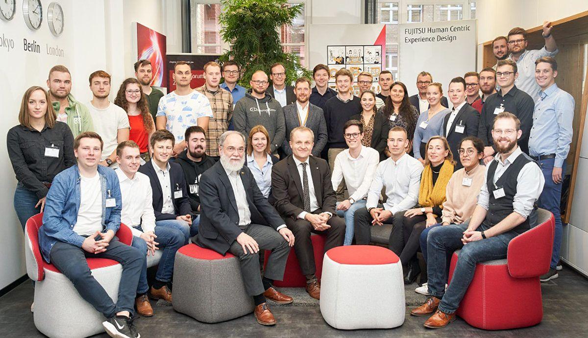Für eine aktive Partnerschaft: Duale Studierende von Fujitsu und DRV Bund im Co-creation Workshop